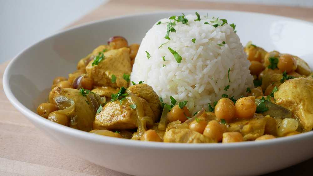 Simple & Easy Chicken Curry with Chickpeas