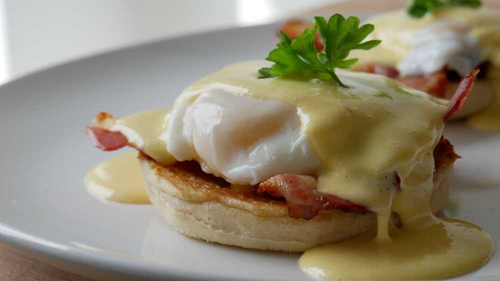 Eggs Benedict with 5 Minute Sauce Hollandaise