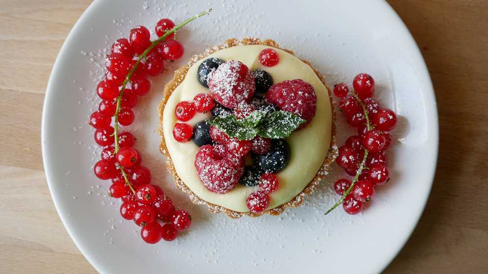 Berry Tartlets with Lemon Cream