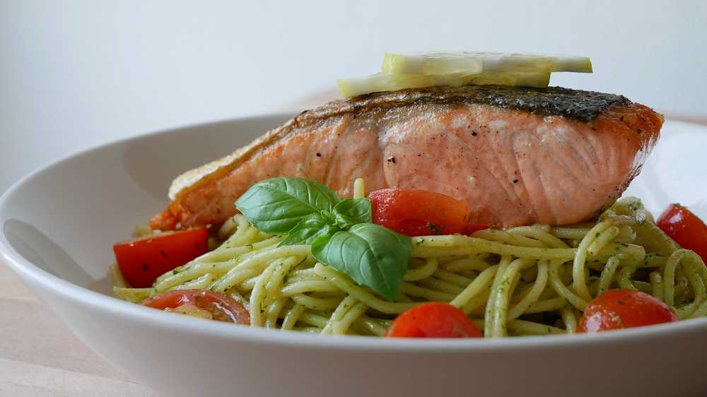 Spaghetti with Pesto Sauce & Salmon