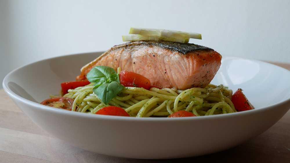 Spaghetti with Pesto Sauce & Salmon