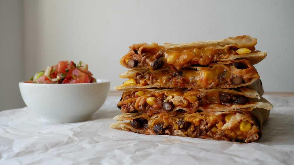Quesadillas mit Hackfleischfüllung & Tomatensalsa