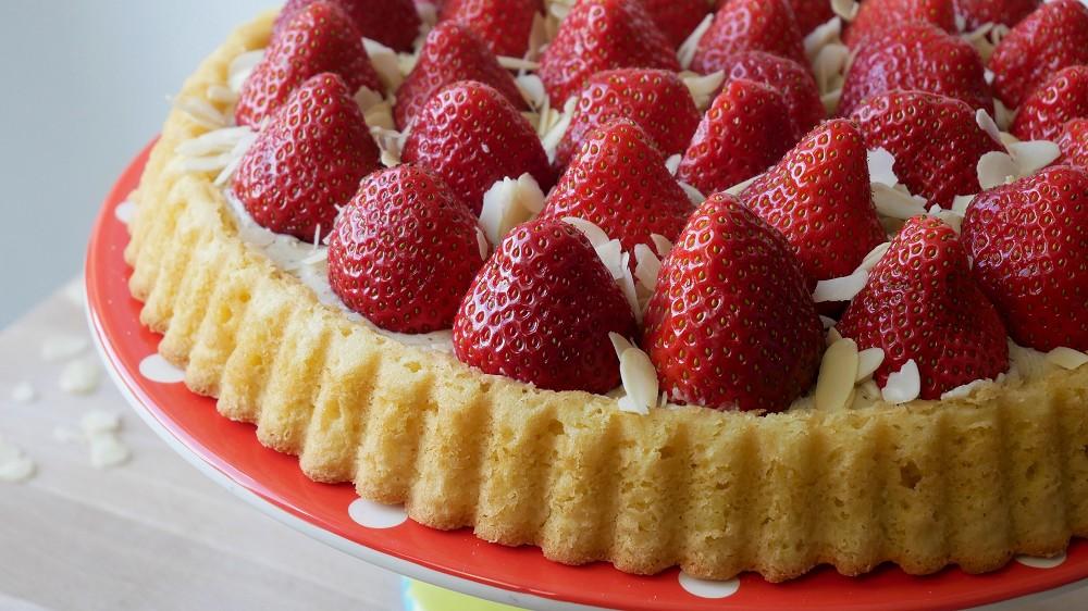 Simple Strawberry Sponge Flan