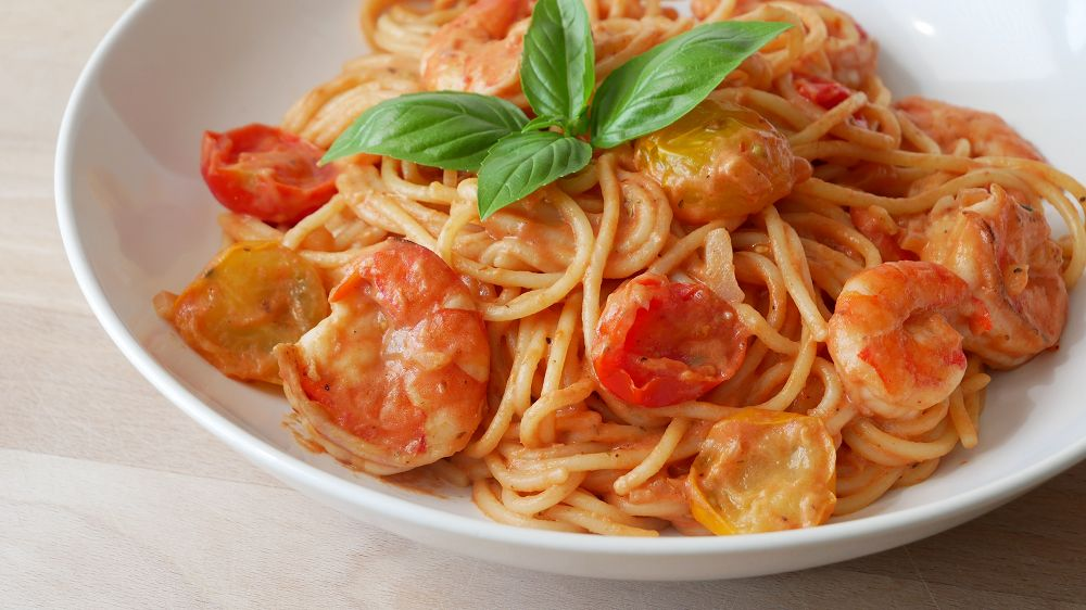Spaghetti mit Tomaten Sahne Sauce & Garnelen