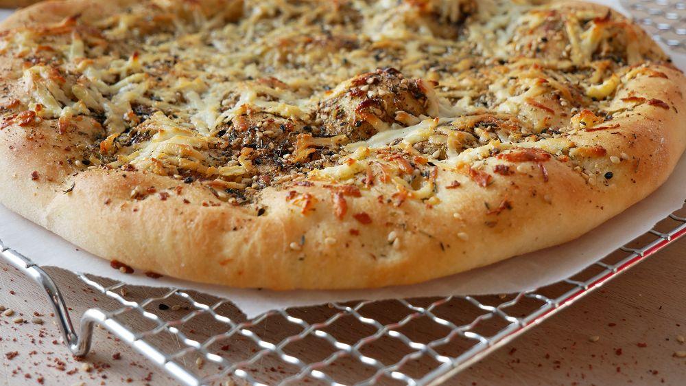 Manakish mit Zatar & Halloumi (Arabische Pizza)