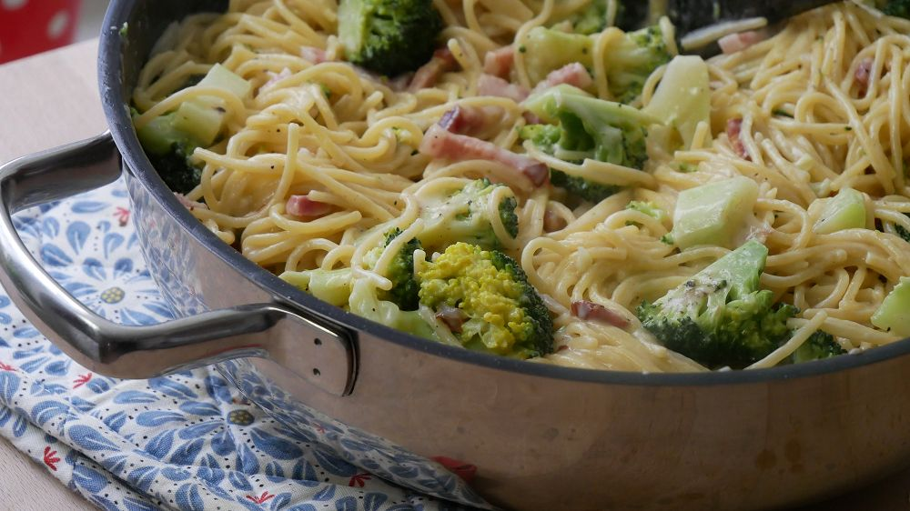 One Pot Pasta with Bacon & Broccoli