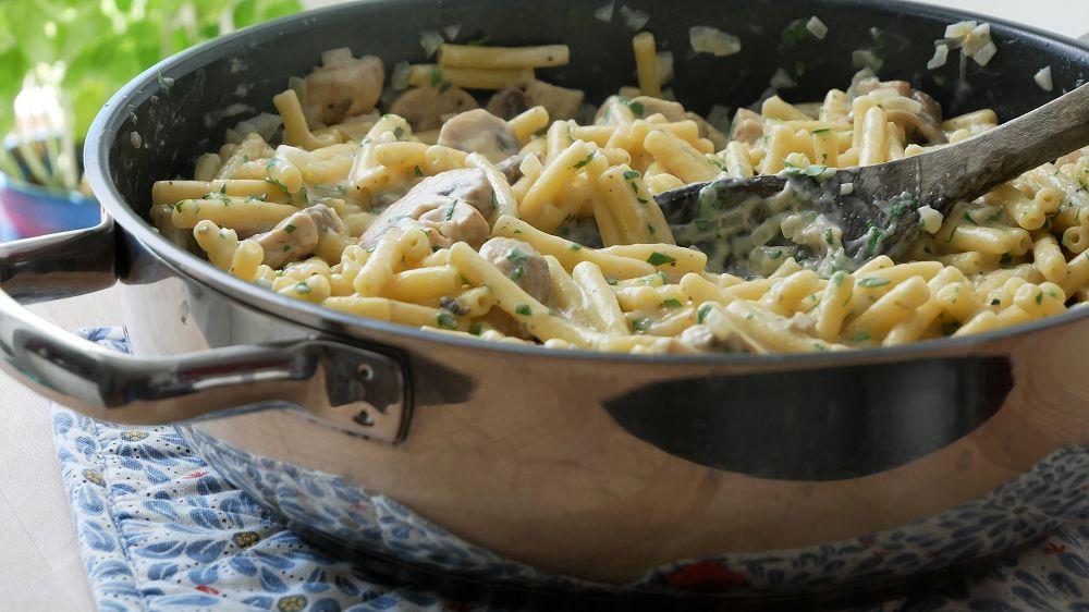 One Pot Pasta mit Pilzen & Weißwein Sahne Sauce