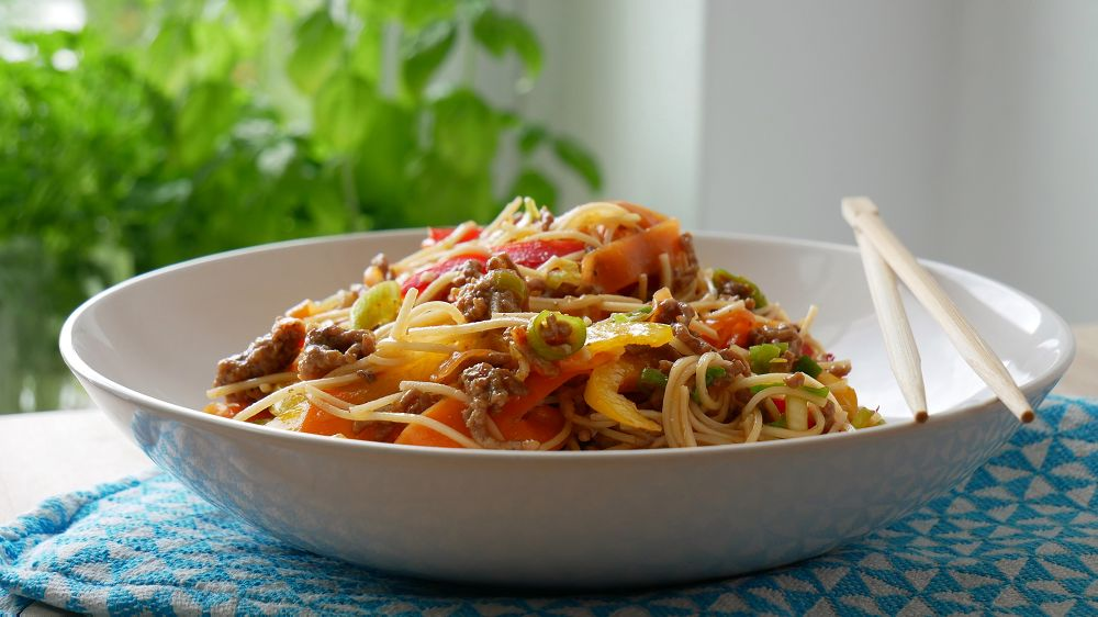 Asian Noodle Salat with Ground Beef