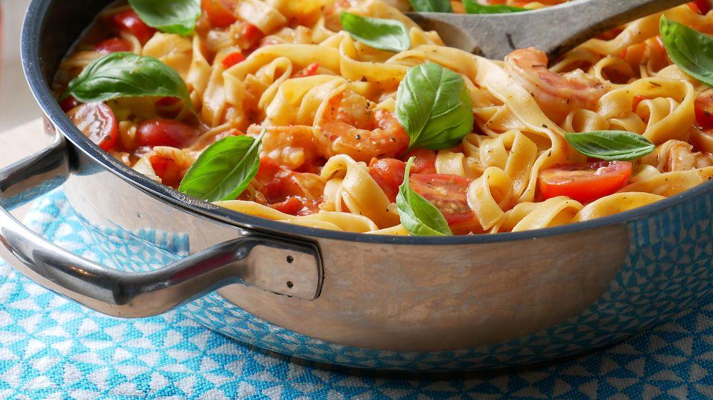 One Pot Pasta mit Garnelen