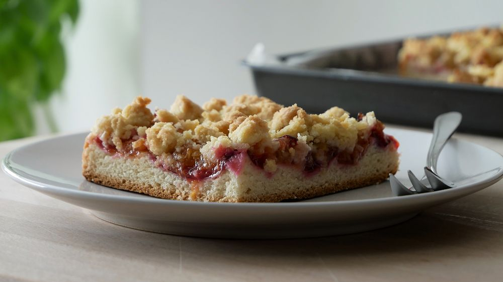 Plum Cake with Yeast Dough & Crumbles