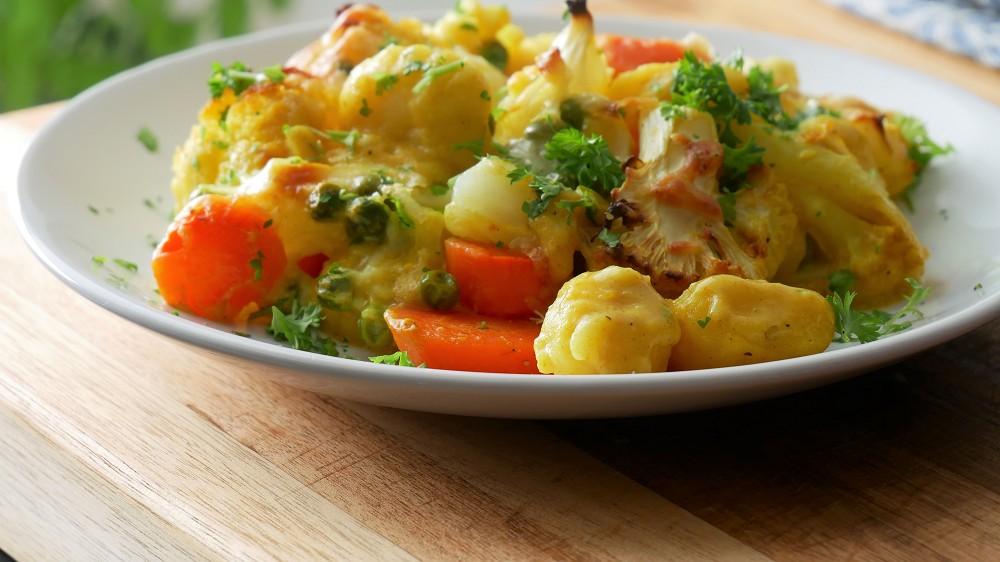 Schneller Gnocchi Gemüse Auflauf mit Blumenkohl, Möhren & Erbsen
