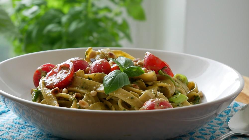 Pasta with Avocado Pesto & Cherry Tomatoes