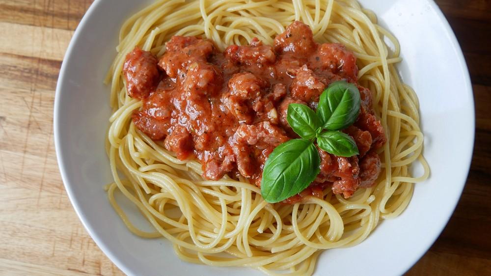 Spaghetti mit Salsiccia Tomaten Sauce