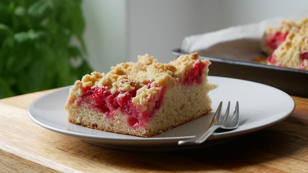 Johannisbeer Streusel Kuchen mit Hefeteig