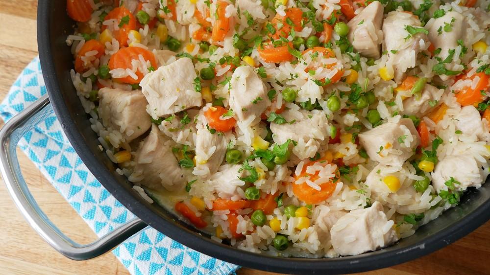 Schnelle One Pot Reispfanne mit Hähnchen & Gemüse