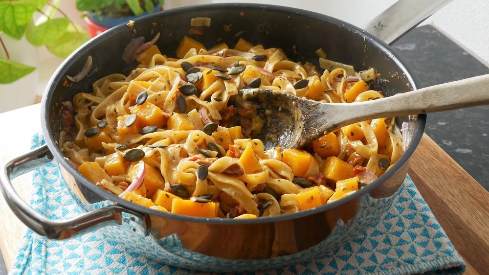 Herbstliche One Pot Pasta mit Kürbis